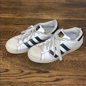 Adidas Superstars😍